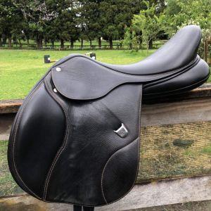 Bates Elevation plus jump saddle