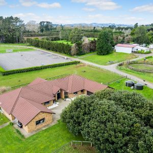 FABULOUSLY WELL EQUIPPED HORSE PROPERTY - AUCKLAND