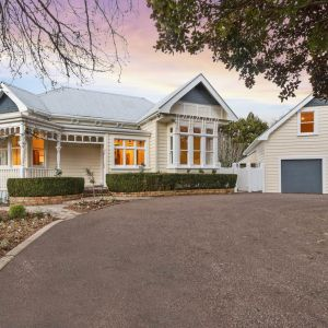 EQUESTRIAN PROPERTY FOR SALE: Picture Perfect Country Estate