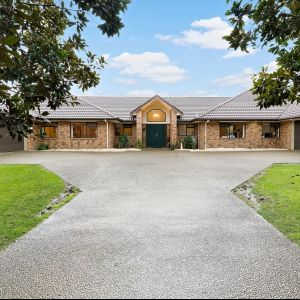 OUTSTANDING EQUINE EQUIPPED 8 BEDROOM PROPERTY - 9.28ha