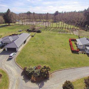Scarlett Oak Equestrian Centre; Homes, Income, Location