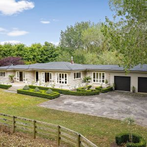 PICTURE POSTCARD PERFECTION - EQUESTRIAN DREAM HOME